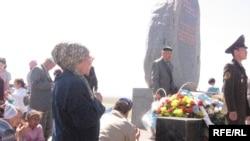 Монумент жертвам репрессий на Верблюжьей Горе. Актобе, 31 мая 2010 года.