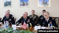Armenia - Major General John Gronski (R), a deputy commander of U.S. Army Europe, and Kansas Adjutant General Lee Tafanelli (C) meet with Armenian Defense Minister Seyran Ohanian in Yerevan, 20Sep2016.