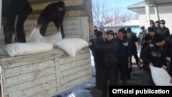 Humanitarian aid to is delivered to the Kyrgyz exclave of Barak in Uzbekistan in January 2013. (file photo)