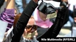 محتجون في مواجهة قوات الأمن في القاهرة