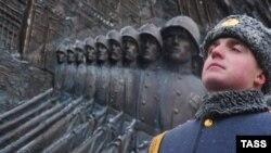 В прошлом году любимой темой российского агитпропа был «возмутительный» снос циклопического сооружения в Кутаиси и его героическое воссоздание в российской столице
