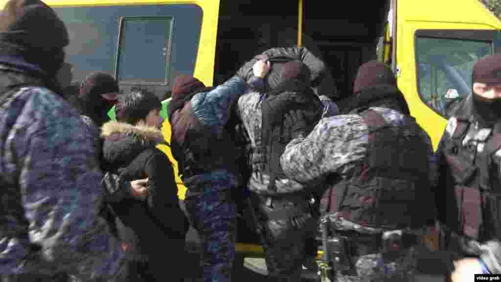 Всего, по неофициальным данным, 21 марта в Астане было задержано около 20 человек.