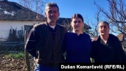 Ogorčeni radom kruševačkog tužilaštva: Snežana Bojić sa ocem Andrejom i majkom Biserkom