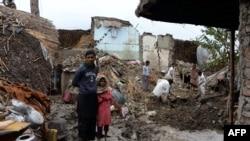 همه ساله تعداد زیادی مردم در ولایات مختلف افغانستان در اثر برف کوچها، بارانهای شدید، زلزله و دیگر حوادث طبیعی متضرر میشوند.