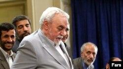 حبیبالله عسگراولادی؛ دبیرکل جبهه پیروان امام و رهبری، در نشست اعضای این جبهه با محمود احمدینژاد