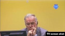 Ratko Mladić u sudnici 28. rujna 2012.