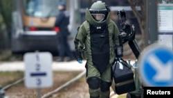 Një ekspert për kontrollin e materjeve eksploduese në Bruksel