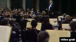 Sergiu Celibidache dirijînd Filarmonica la Herkulessaal, München