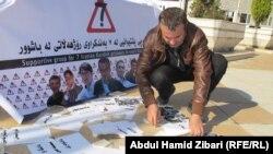 علي محمود خلال الاعتصام المنفرد