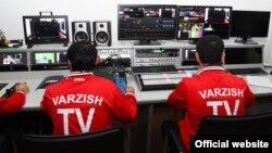 Сотрудники таджикского телеканала в аппаратной видеомонтажа. Душанбе, 1 марта 2016 года.