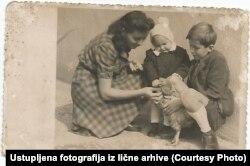 Одна из спасенных Дианой девочек, Вукица Миочинович, в приемной семье. Загреб, 1943