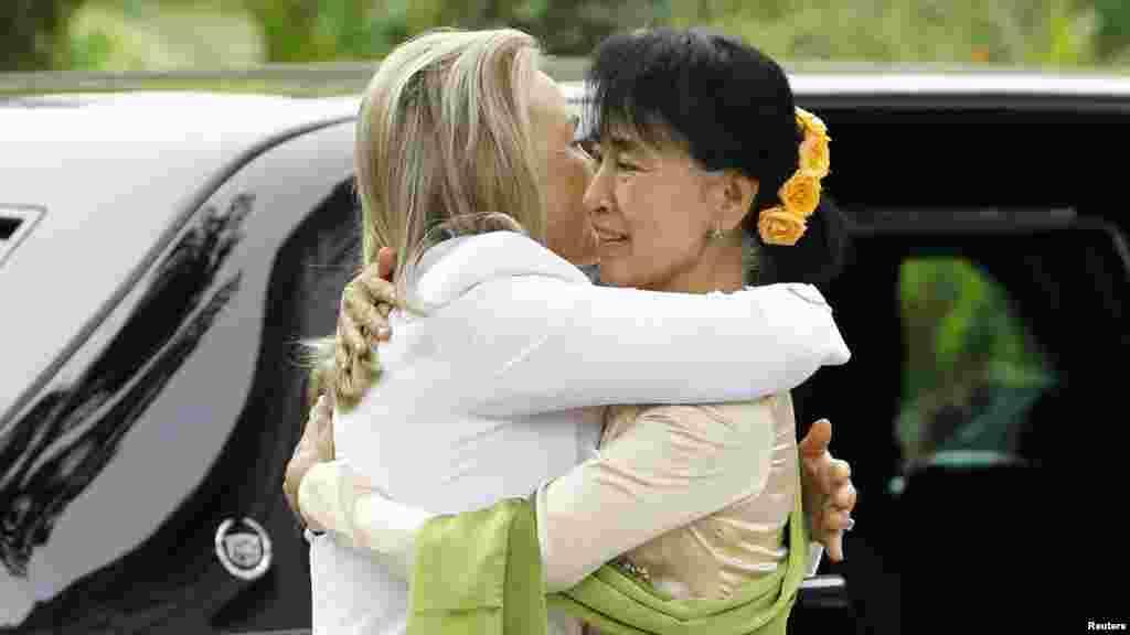 Встреча госсекретаря Клинтон с лидером бирманской оппозиции Аун Сан Су Чжи