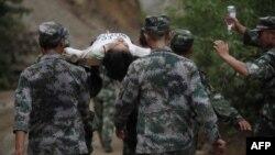 Չինաստան - Փրկարարները օգնություն են ցուցաբերում աղետից տուժածներին, 3-ը օգոստոսի, 2014թ․