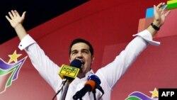 """""""Сириза"""" партиясы жетекшісі Алексис Ципрас партия штаб-пәтерінде қолдаушылары алдында сөйлеп тұр. Афины, 20 қыркүйек 2015 жыл."""