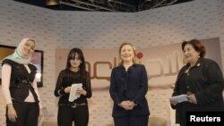 Хиллари Клинтон во время визита в Абу-Даби (ОАЭ)