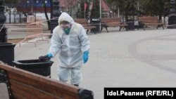 A worker disinfects a public space in Ufa, which only reported its first COVID-19 death on April 7.