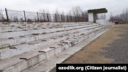 Местный стадион в Дустликском районе Джизакской области Узбекистана остался без сидений.