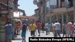 Туристи во Охрид.