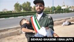 İranın Ahvaz şəhərində hərbi parada hücum
