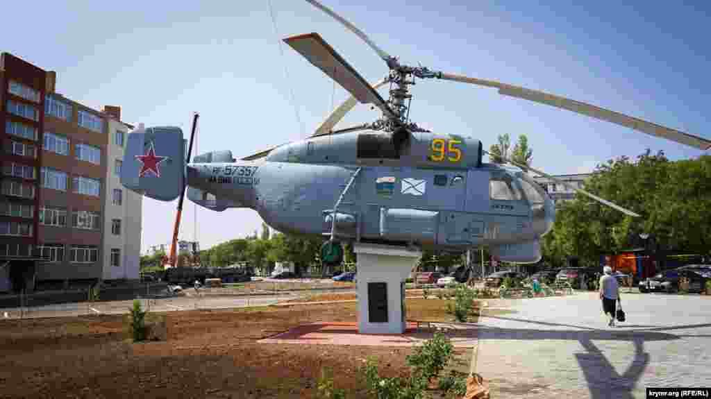 А ще ось такі «вертушки» Ка-25 і Ка-27 зі складу 78-го окремого корабельного протичовнового вертолітного полку