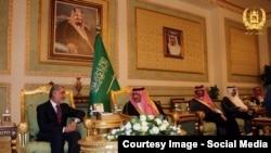 عبدالله عبدالله څو ورځې وړاندې پر یو لړ مسئلو د بحث لپاره سعودي عربستان ته تللی و.