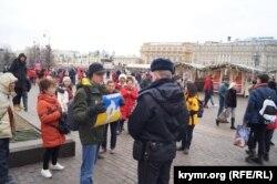 """Константин Котов в марте этого года на пикете в Москве с плакатом """"Крым - это Украина"""""""