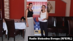Фатима Рамадановска и Александра Георгиевска од Националниот ромски центар од Куманово
