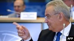 نیون میمیتسا، کمیسر امور بازار مصرف کنندگان اتحادیه اروپا