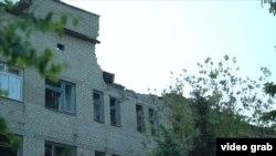 Зруйнований унаслідок обстрілу будинок, Красногорівка, травень 2017 року