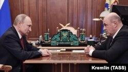 ولادیمیر پوتین (چپ) و میخائیل میشوستین، نخستوزیر جدید روسیه