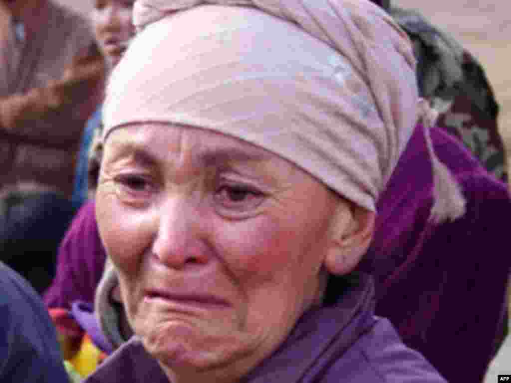 At least 72 people died in the earthquake, 41 of them reportedly children. - KYRGYZSTAN, NURA : A Kyrgyz woman cries at the site of a major earthquake in Nura on October 6, 2008. Rescuers raced to reach a remote village in Kyrgyzstan on Monday after a strong earthquake killed at least 72 people in a mountainous area near the border with China, officials said. The quake late Sunday, which measured magnitude 6.6 according to the US Geological Survey (USGS), razed the village of Nura in the isolated Alaisky district, high in the Tian Shan mountain range.