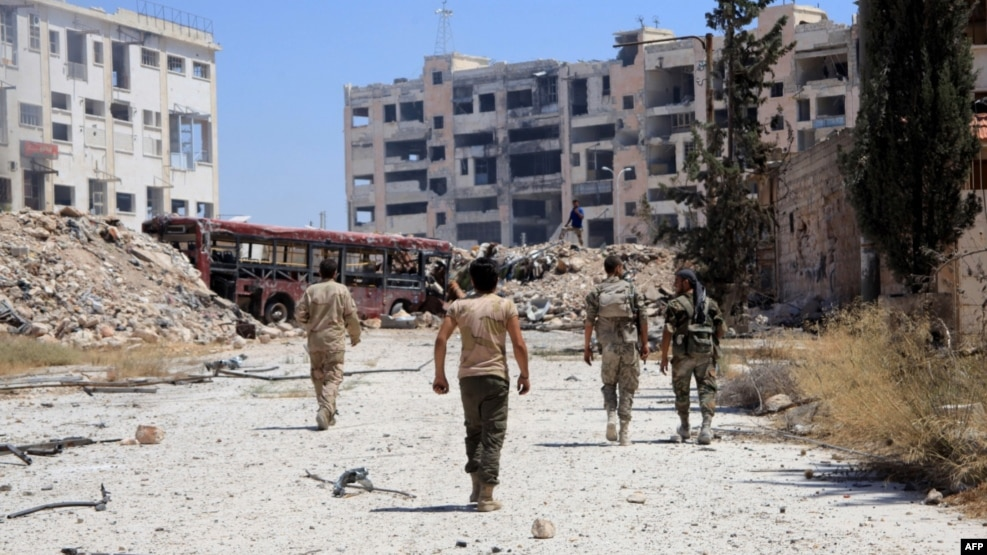 One rights group days that dozens of Syrian soldiers and militiamen have been killed by booby traps in Aleppo (file photo).