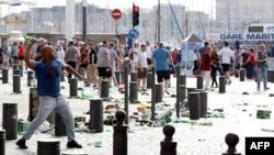 Sukob navijača i policije nakon utakmice Engleske i Rusije na jugu Francuske