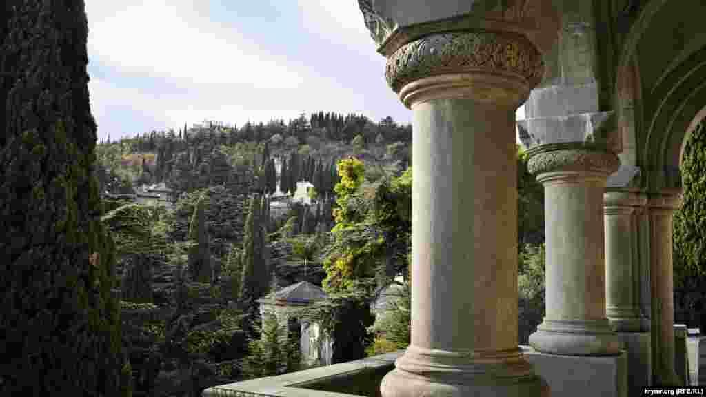С нее открывается живописный вид на холм Дарсан