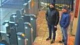 Петров и Боширов на станции Солсбери в 16:11 3 марта 2018