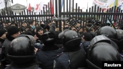 Ukrainian riot police block a gate outside the courtroom during a rally held by supporters of Yulia Tymoshenko before a hearing against her jail sentence in Kyiv on December 13.