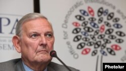 Глава наблюдательской миссии ПА ОБСЕ Франсуа-Ксавье де Доннеа