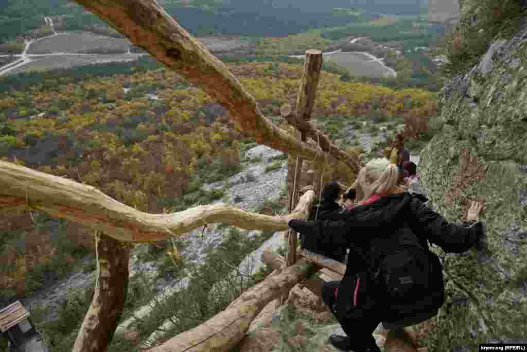 Спуск із монастиря Челтер-Мармара в Балаклавському районі, 24 жовтня