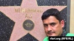 Ҳолливуд булваридаги 2500 юлдуз орасида фақат Муҳаммад Алининг юлдузи деворга ўрнатилган.