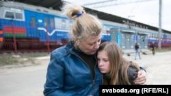 Ілюстрацыйнае фота. Сям'я ўцекачоў з Луганску