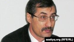 Құқық қорғаушы Евгений Жовтис.