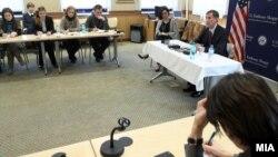 Архивска фотографија: Средба со новинари на амбасадорот на САД во Македонија Пол Волерс во Скопје.