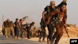 شبه نظامیان ارتش آزاد سوریه در اطراف دابق