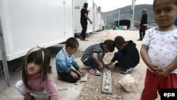 მიგრანტთა და ლტოლვილთა თავშესაფარი ათენის სიახლოვეს, საბერძნეთში.