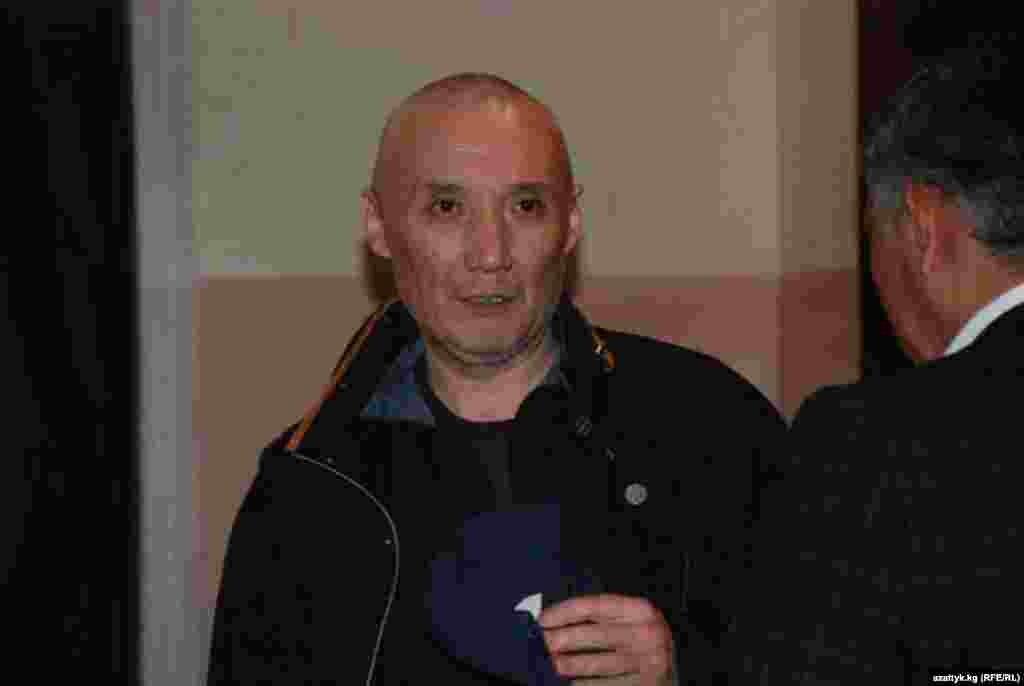 Бывший глава ГКНБ КР Мурат Суталинов на судебном процессе по апрельским событиям. По словам защиты Суталинов неизлечимо болен.