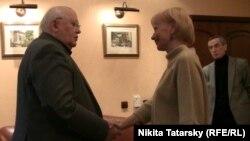 Михаил Горбачев дает интервью обозревателю Радио Свобода Людмиле Телень