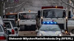 Правоохоронці просять не залишати транспортні засоби в місцях, де вони будуть ускладнювати роботу снігоприбиральної техніки