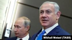 Orsýetiň prezidenti Wladimir Putin (çepde) we Ysraýylyň premýer-ministri Benýamin Netanýahu. Soçi. Awgust