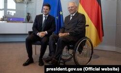 Президент України Володимир Зеленський (ліворуч) і голова Бундестагу ФРН Вольфганг Шойбле. Берлін, 18 червня 2019 року