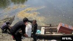 Seldən canını qurtarmağa çalışan Sabirabad sakinləri, may 2010